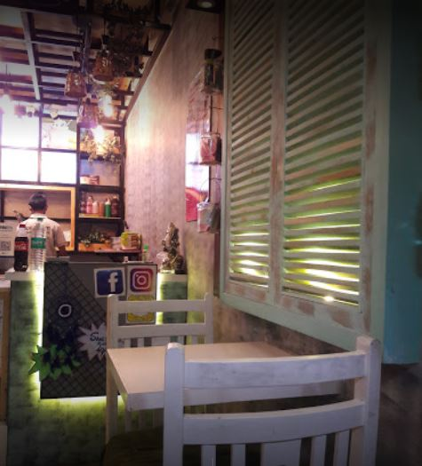 Ice Cream Parlour and Cafe for Sale in Delhi