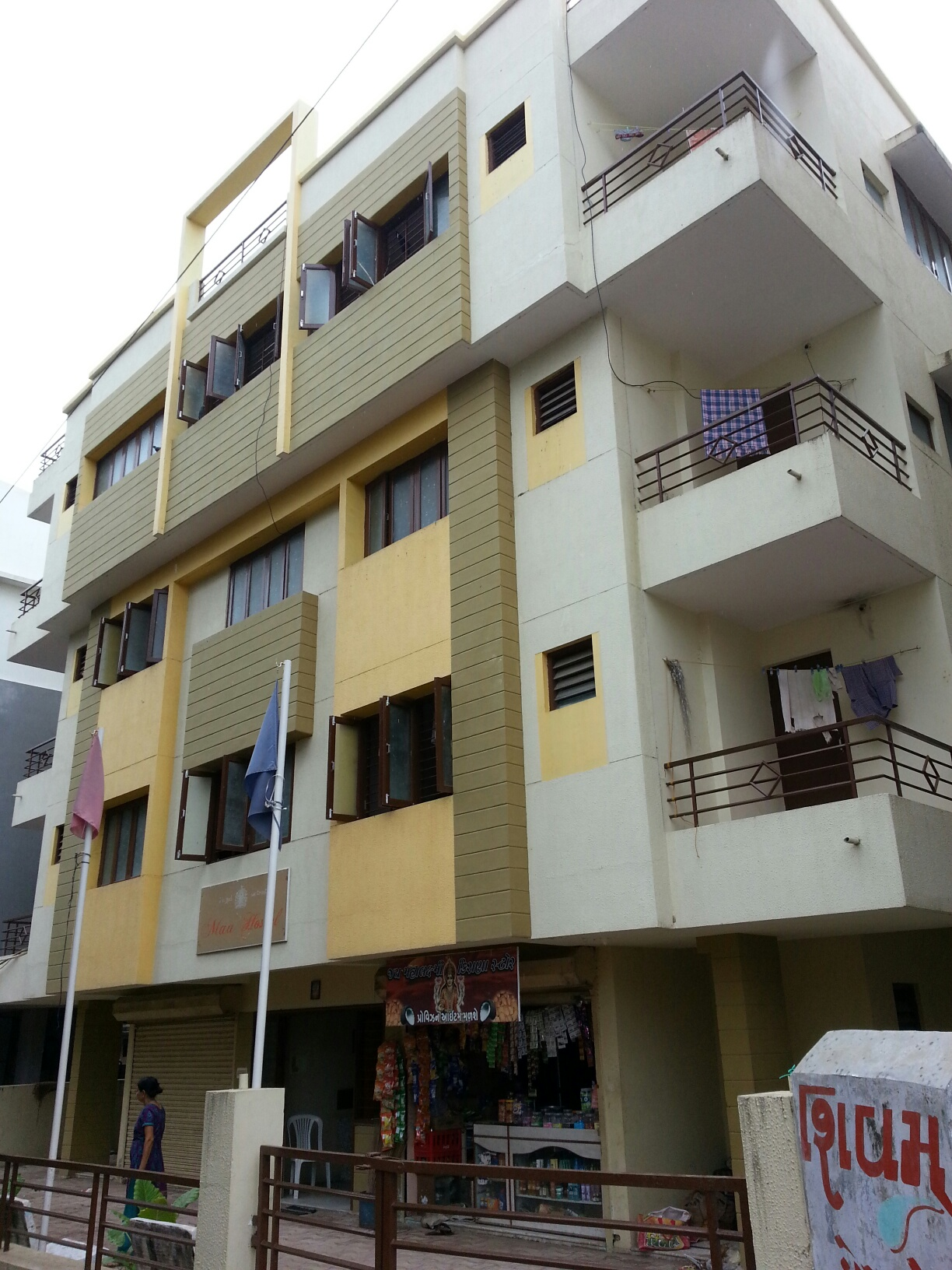 Operational hostel for sale in Vidhyanagar with 90 students enrolled