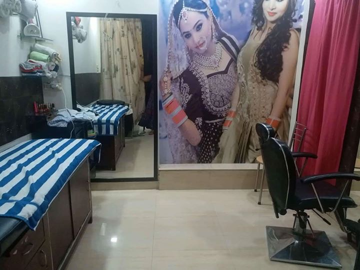 Profitable Ladies Salon for Urgent Sale in Delhi