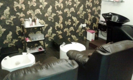 A Well Established Unisex Salon for sale in Chennai
