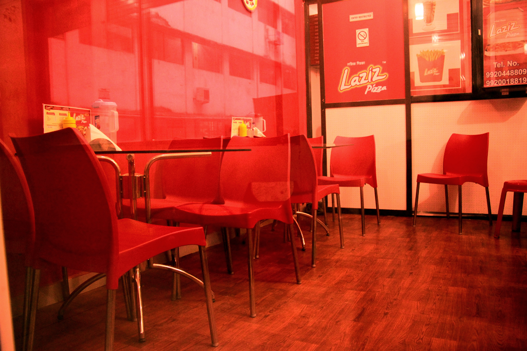 Running Pizza Outlet Franchise for Sale in Mumbai