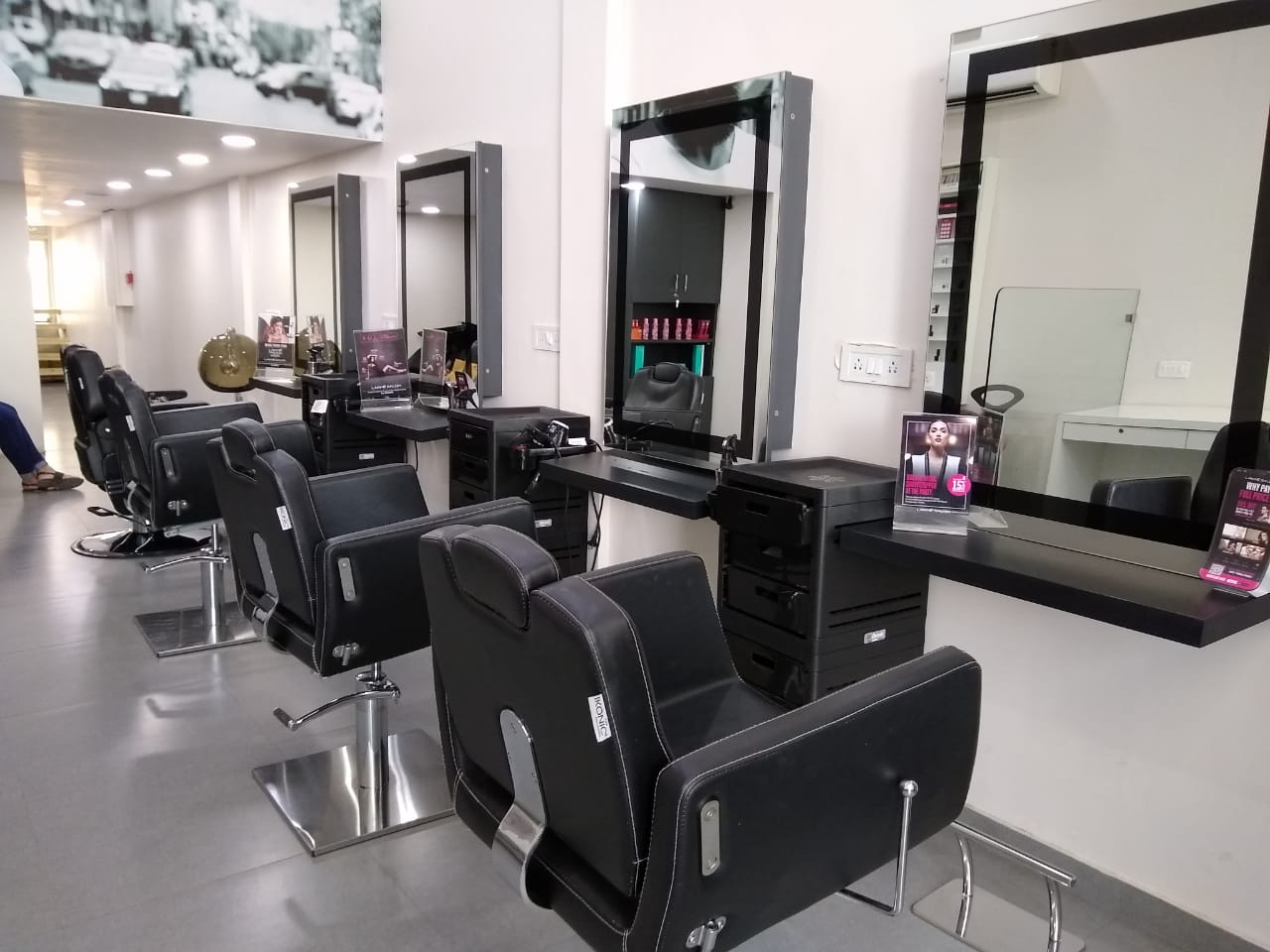 Franchise Unisex Salon for Sale or Partnership in Ahmedabad