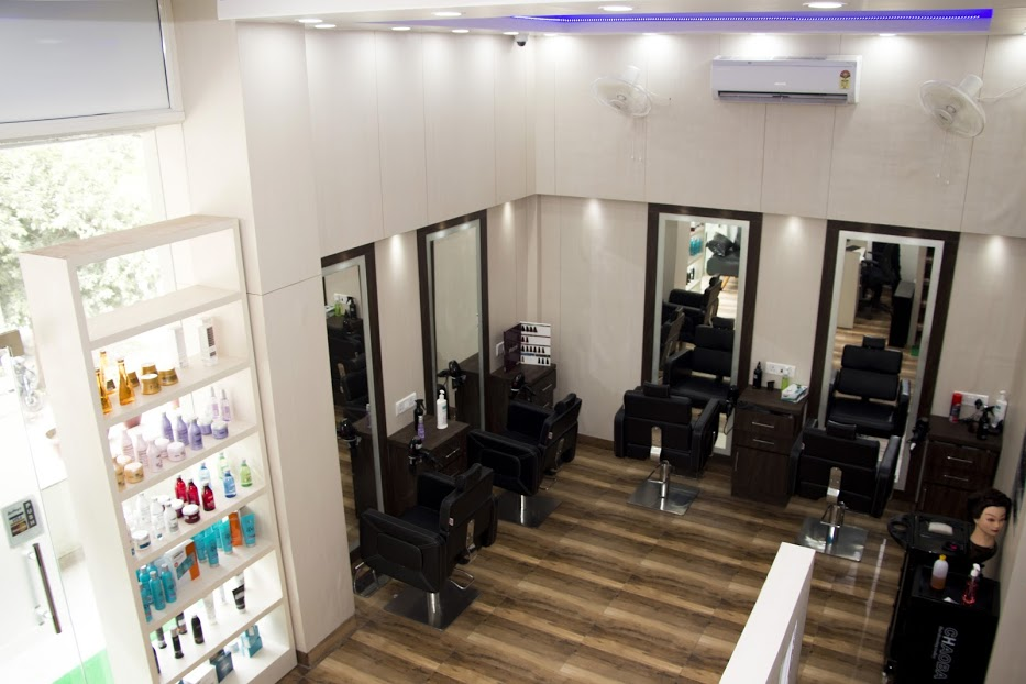 Running Salon Business for Sale in Noida, Sector 76