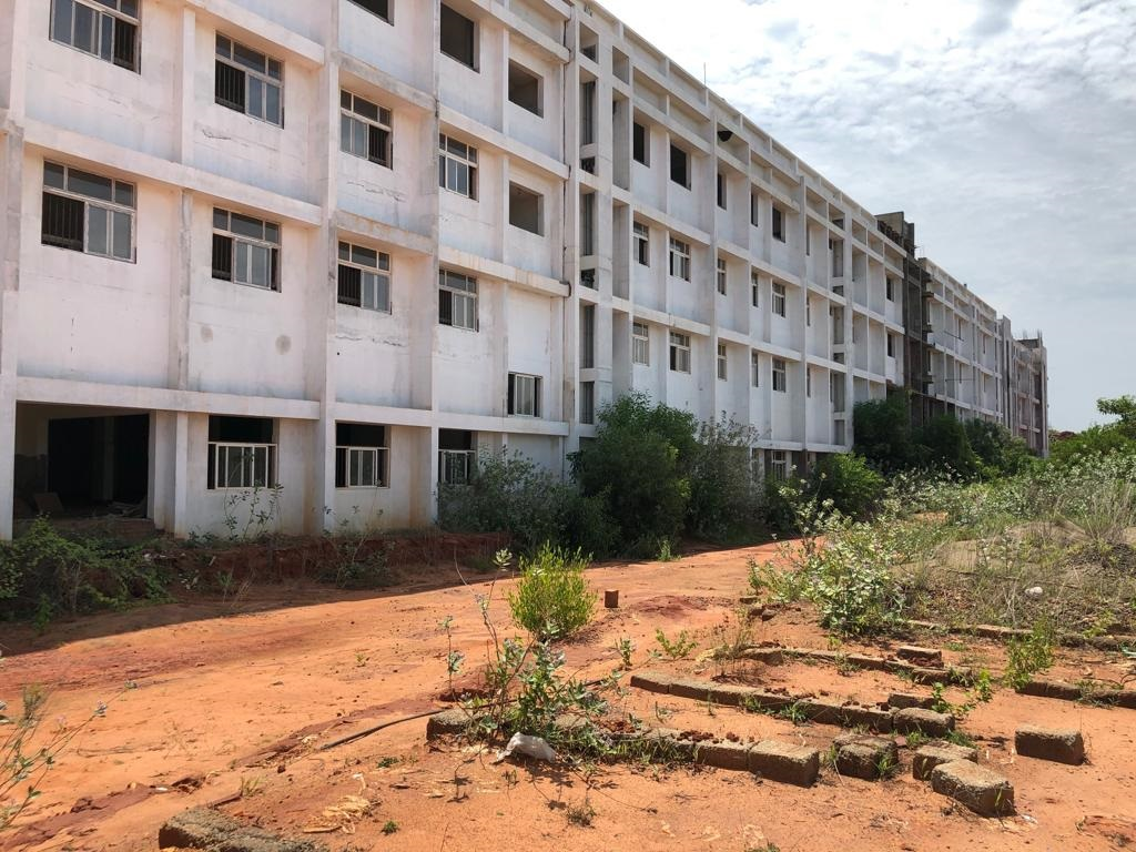 MEDICAL COLLEGE BUILDING WITH 42 ACRES OF LAND IS FOR SALE
