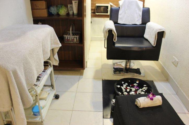 Well Established Branded Unisex Salon & Spa for Sale in Indiranagar, Bangalore