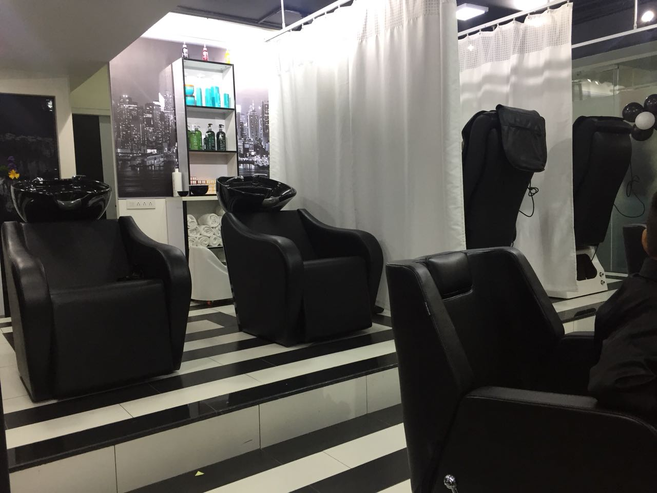 A Unisex Salon for Sale in Indiranagar, Bangalore