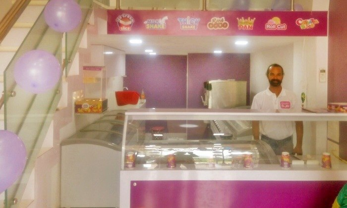 Franchise of a running Ice cream Parlour for sale in Mumbai