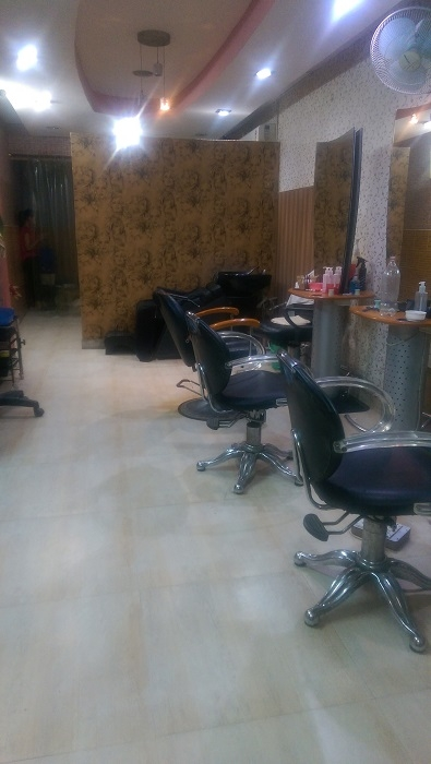 Profitable Unisex Salon for Sale in Palam Vihar, Gurgaon