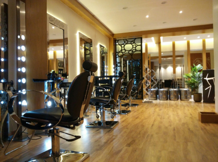 Well Established and Profitable Unisex Salon at Koramangla for Sale in Bangalore