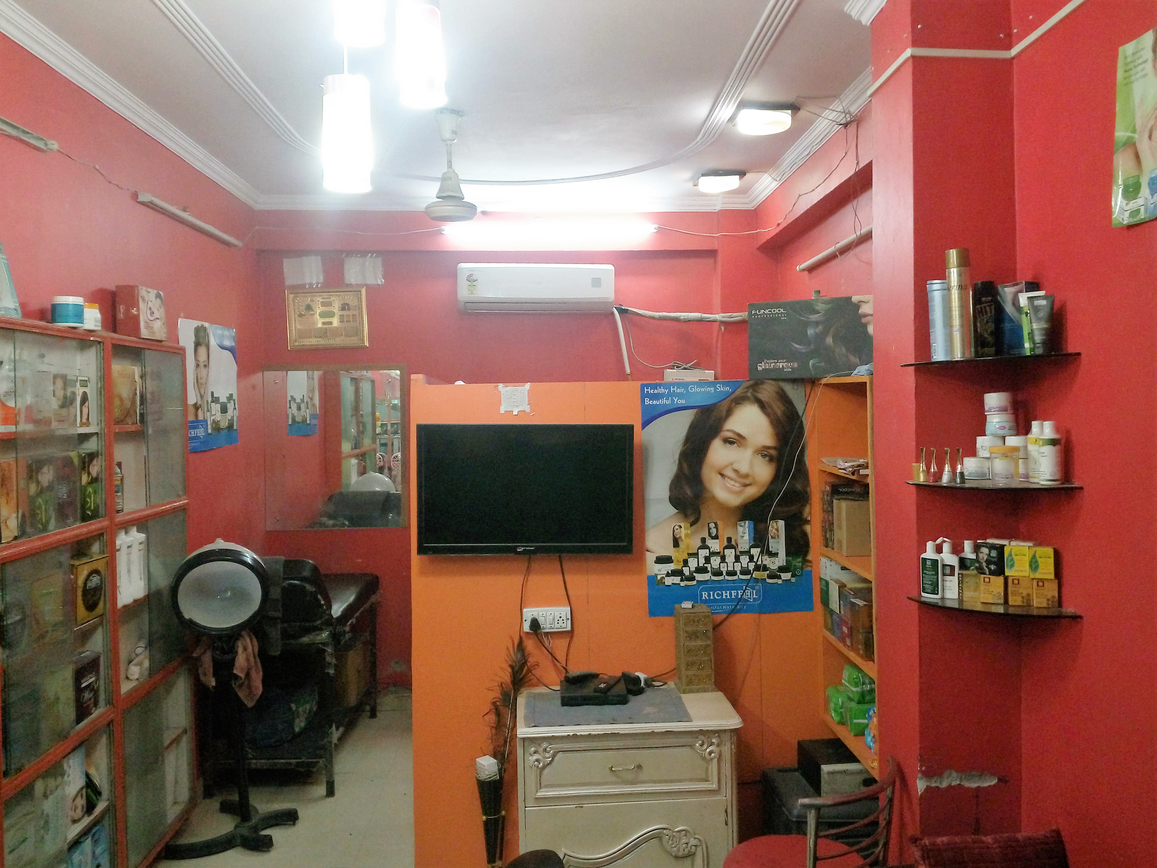 Ladies Salon for Sale (Premium Salon) in South Delhi