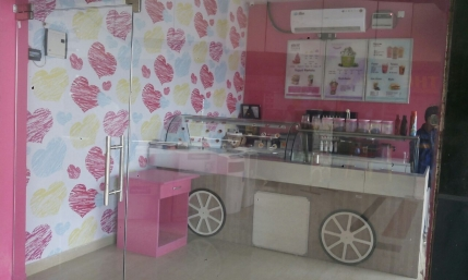 Running Ice Cream & Yogurt Franchise  Business for Sale in Noida