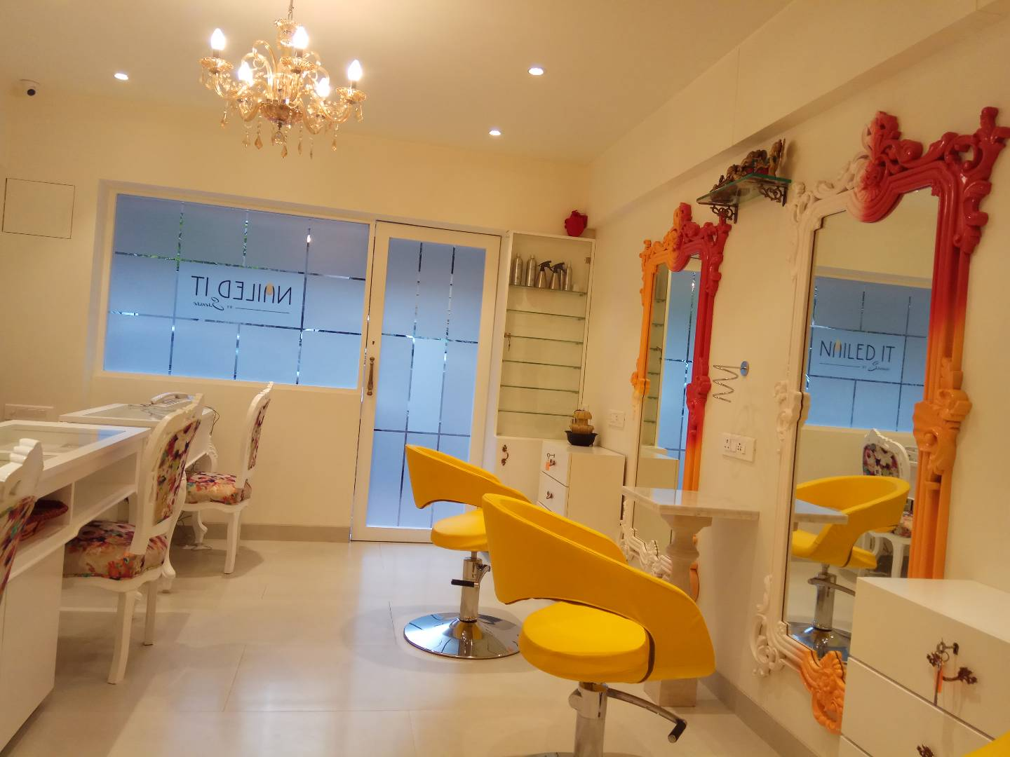 Popular Unisex Spa, Salon & Nail Bar for Sale in South Mumbai