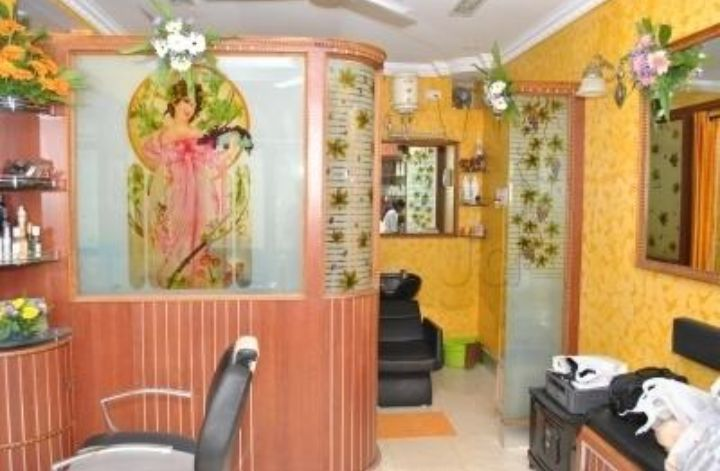 Ladies Salon and Spa for Sale in Kalyanagar, Bangalore
