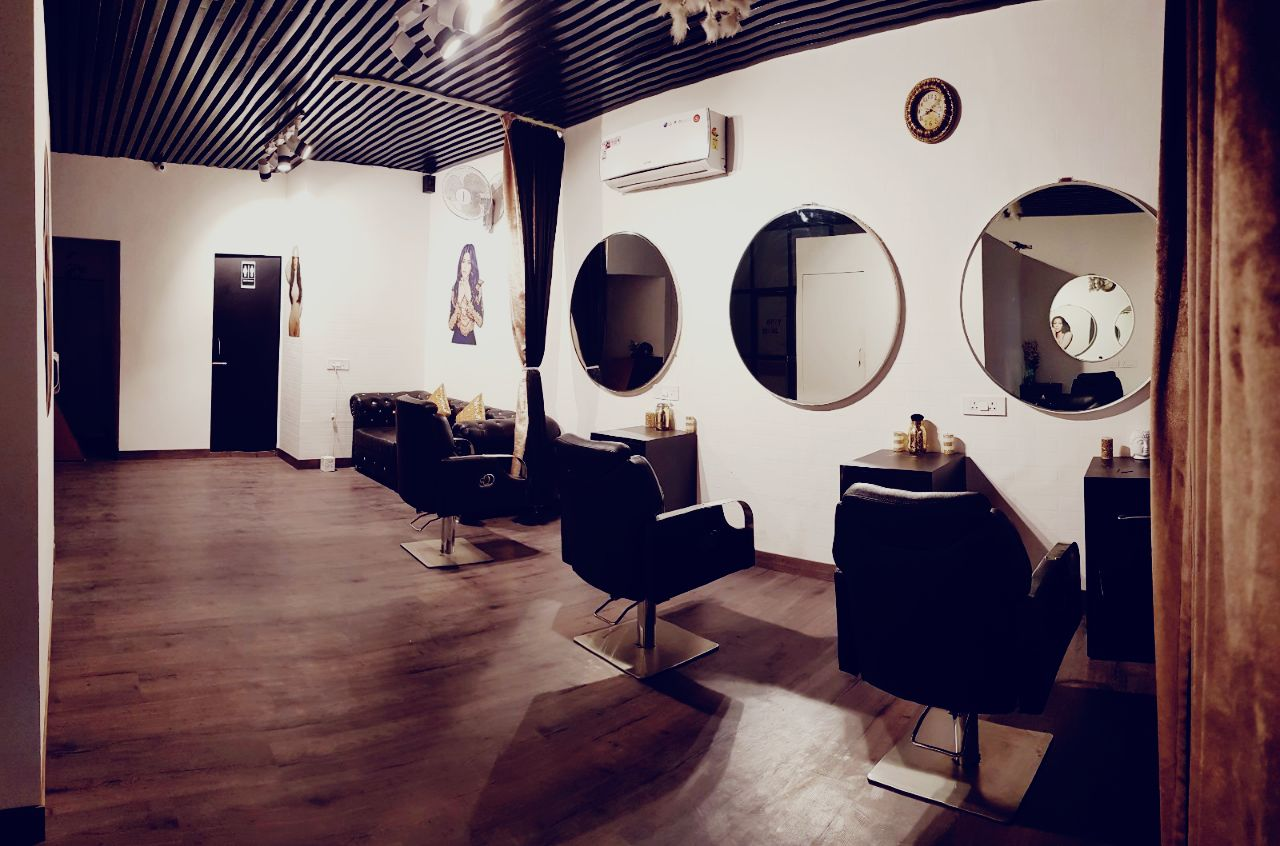 Fully Furnished Salon in East Delhi for Lease in East Delhi