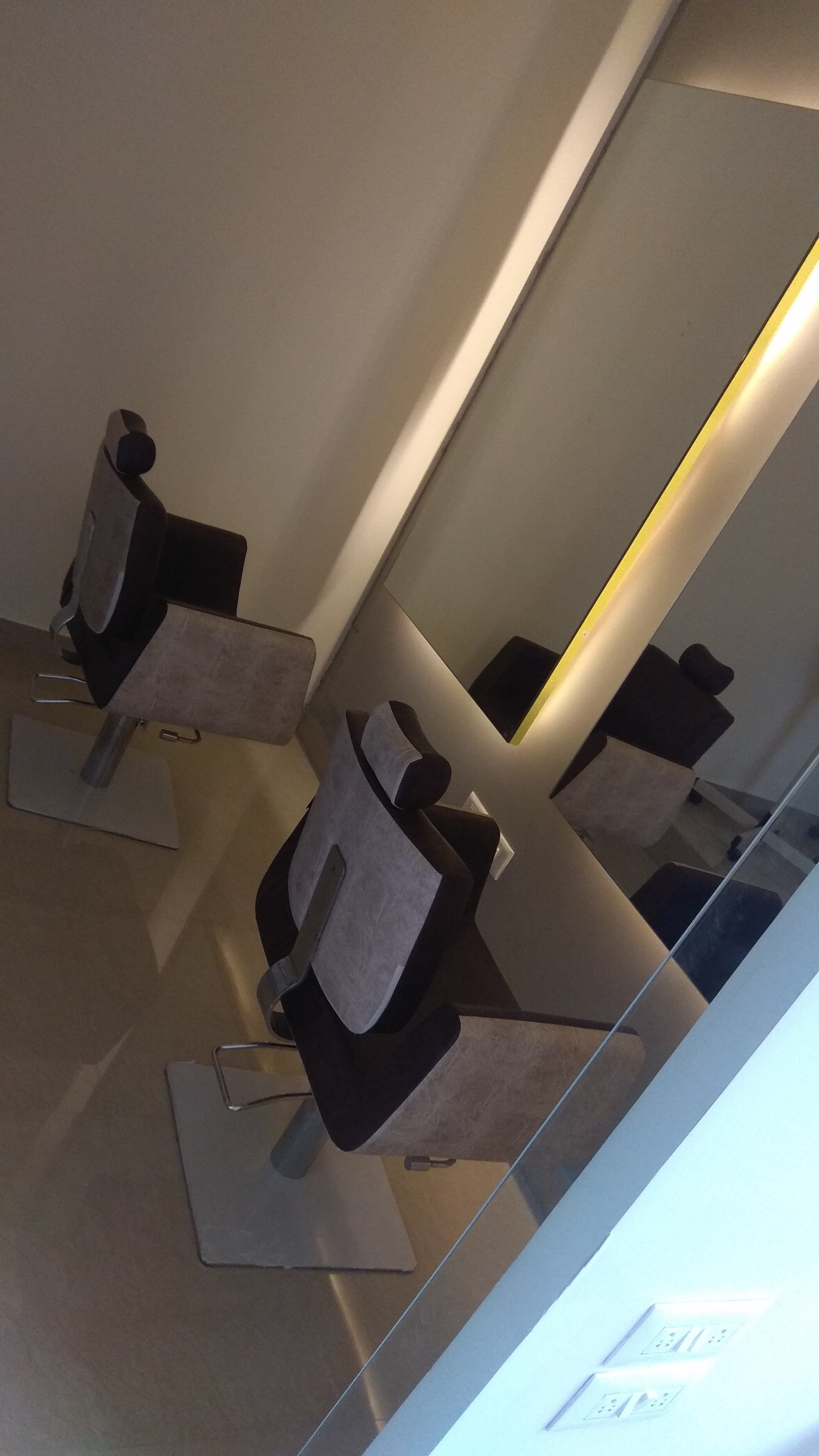 Newly Established Salon Franchise for Sale in Bangalore
