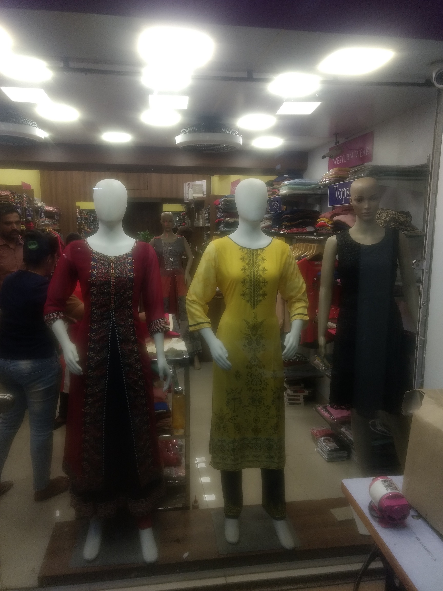 Profitable Ladies Retail Garment Business for Sale in Mumbai