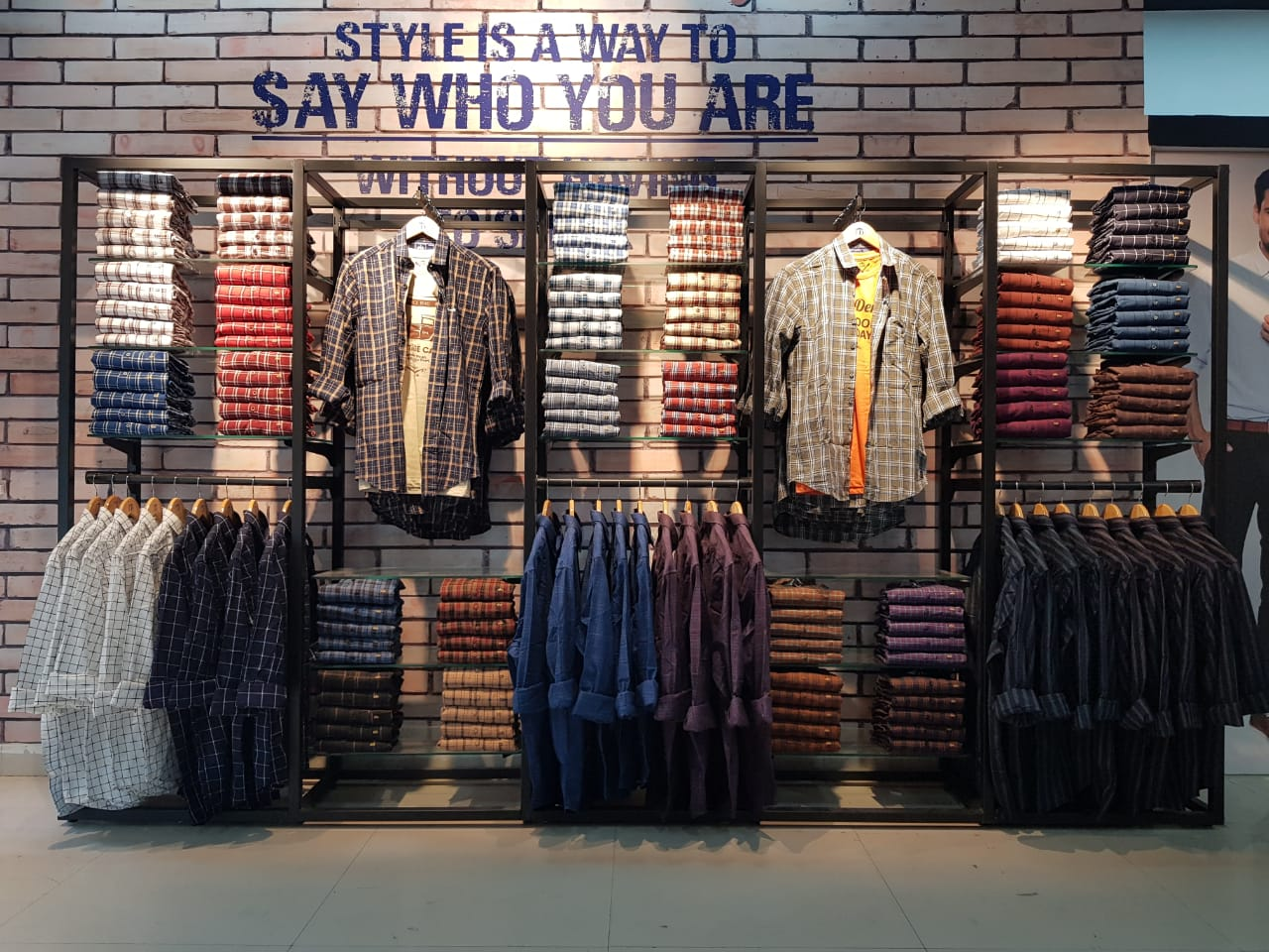 Well Know Denim Brand In Retail With Attractive Price Point