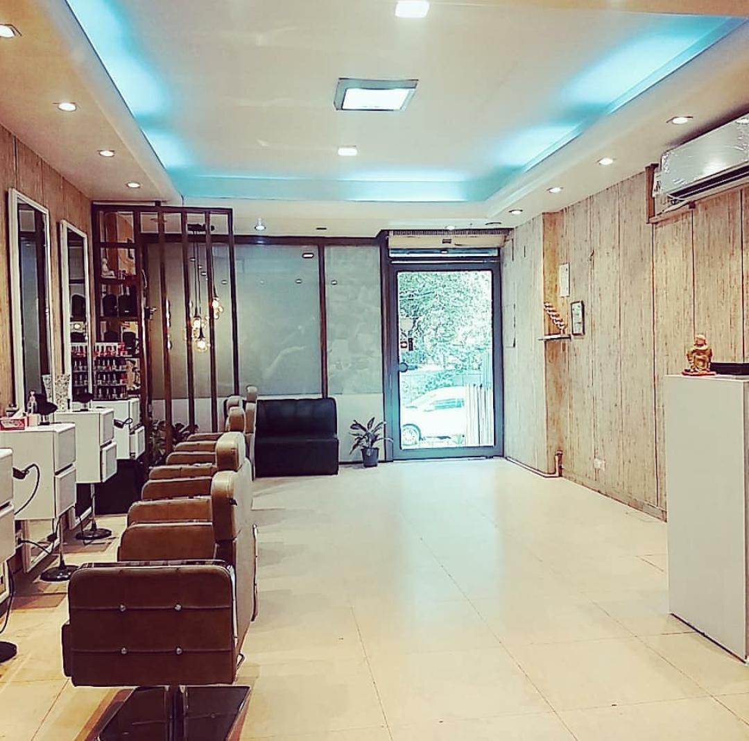 Profitable Unisex Salon for Sale in New Delhi