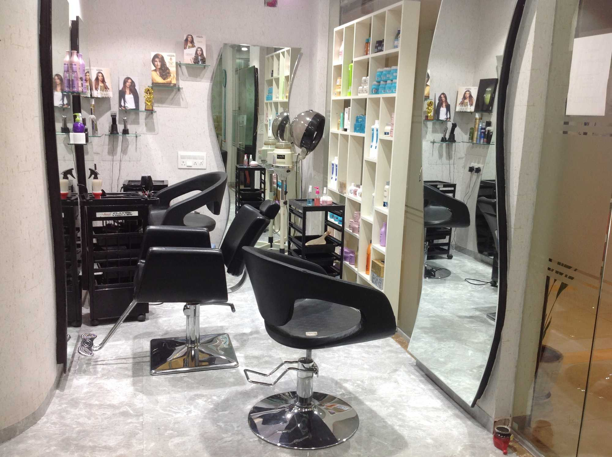 A Well Establish Salon and Spa for Sale in Pune