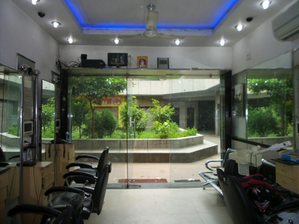 Running Unisex Beauty Salon for Sale in Rohini, Delhi