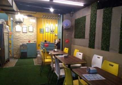 A Fully Furnished Vegetarian Fast Food Restaurant for Sale in Mumbai