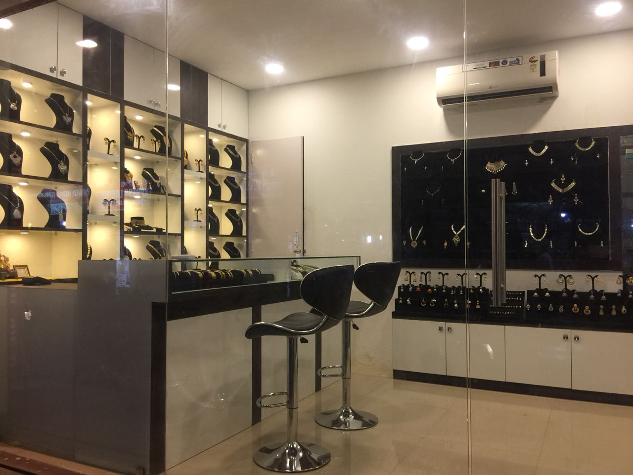 Profitable Imitation Jewellery Retail Business for Sale in Bangalore