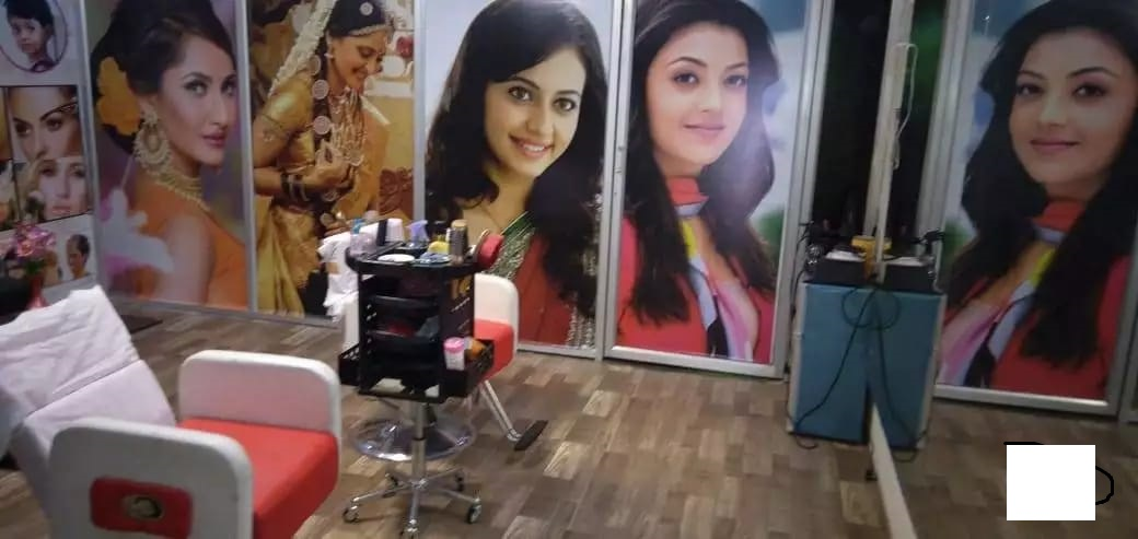 Ladies Beauty Parlor for Sale in Narasaraopet
