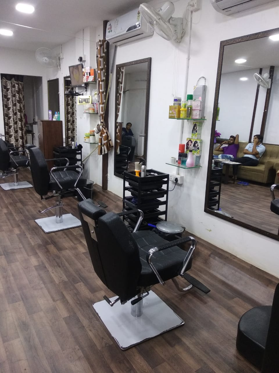 Fully Furnished Unisex Beauty Parlour for Sale in Chennai