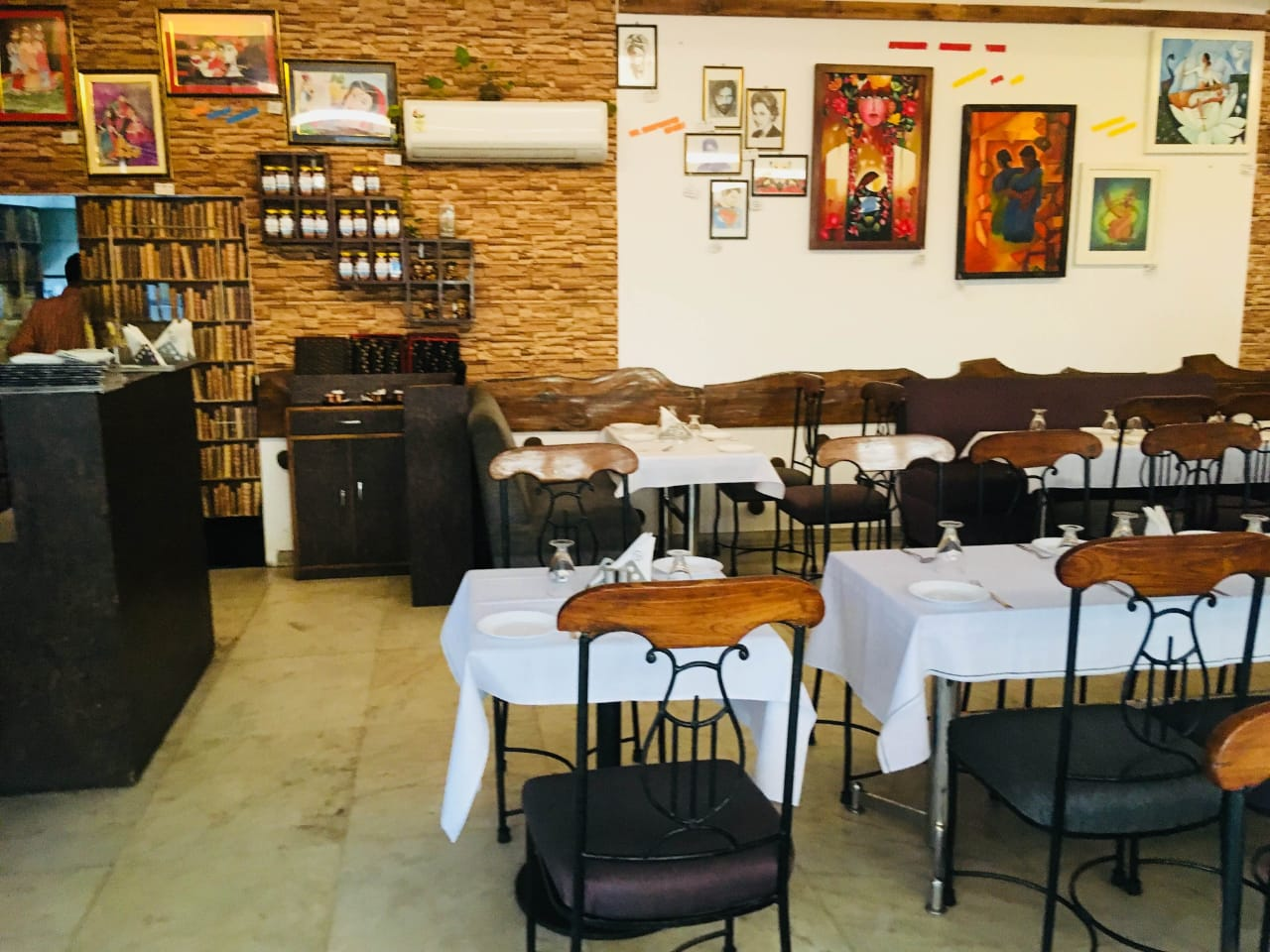 Highly Reputed Multi Cuisine Restaurant for Sale in Lucknow