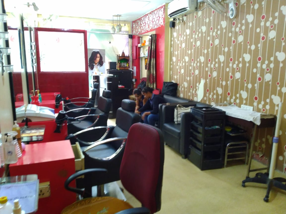 Profitable Salon for Sale in Delhi