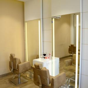 Running Franchised Unisex Smart Salon Is Looking for an Exit
