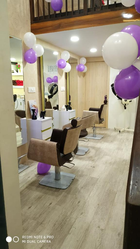 Running Newly Opened Unisex Salon Franchise for sale in Pune